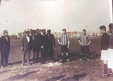 7 de abril de 1927 Se inaugura el estadio de Almagro en parque chas